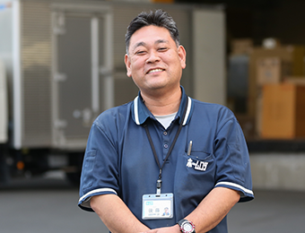働く男性スタッフの写真
