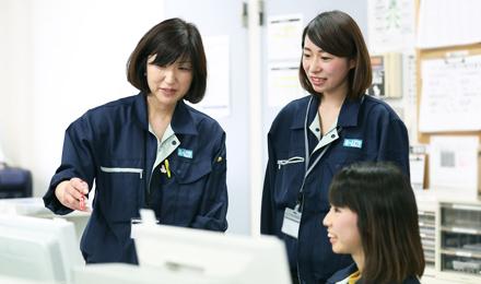 働くスタッフたちの写真2